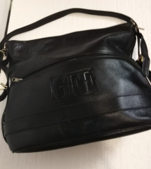 crna torba od prave kože malo veća