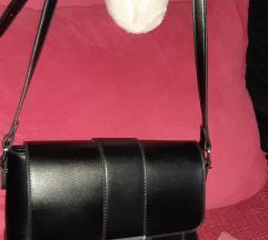 Mala cvrsta torbica