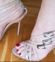 Nude krem Manolo Blahnik sandale