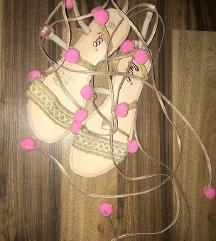pom pom sandale
