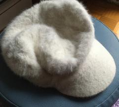 Zimski kačket bele boje