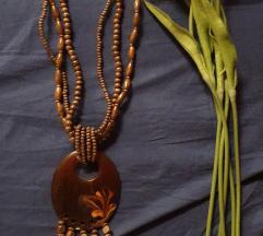 Efektna ogrlica drvo