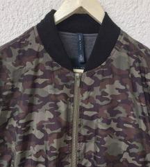 Zara šuškava jakna Military