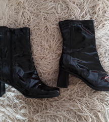 Crne lakovane cizme/gleznjace