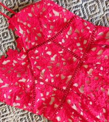 Crvena čipkana midi haljina