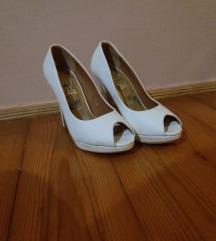 Cipele na stiklu/ bele/ otvorene!