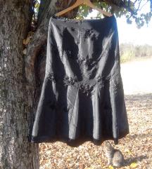 Crna suknja sa vezom