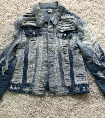 Prelepa iscepana teksas jakna