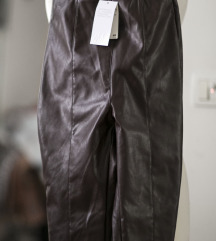 Burgundi faux leather HM pantalone