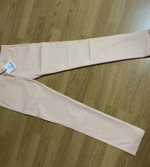 Nove pantalone dinja boje