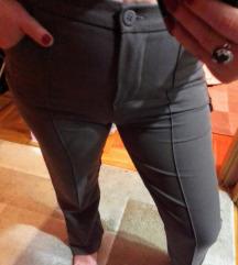 Nove  pantalone sa ivicom