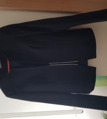 Nov crni sako sa etiketom