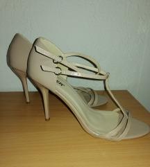 Lakovane sandale 40