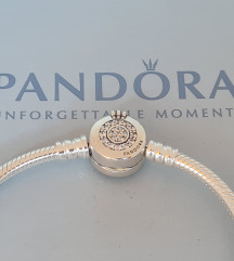 PANDORA Narukvica sa Pandora O kopcom