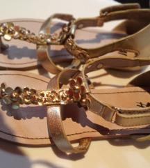 HM sandale