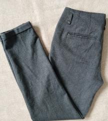 Sive kapri pantalone