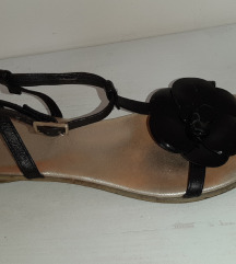 Ravne lepe sandale sa kaisicima i cvetom