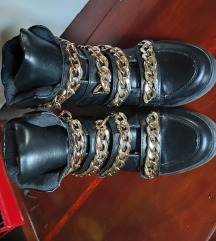 Patika\cipela sa skrivenom petom