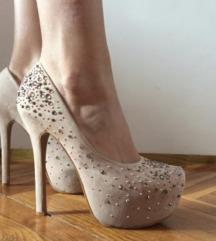 Cipele na visoku stiklu