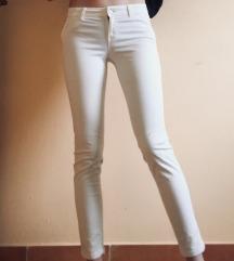pantalone PULL&BEAR SNIZENO