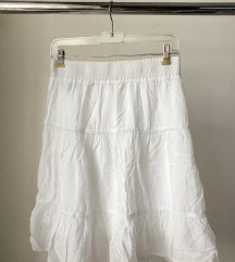 Bela leprsava suknja
