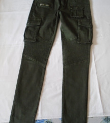 Maslinasto zelene cargo pantalone u military stilu