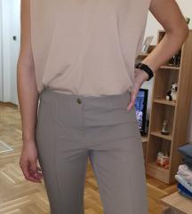 Krem pantalone i majica sa naramenicama