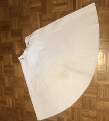 Bela do kolena suknja