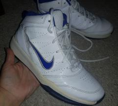 Nike patike za košarku za dečaka broj 38