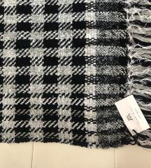 Idealno za poklon - Rucni rad vuna sa etiketom