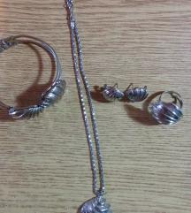 Komplet-narukvica,prsten ogrlica i mindjuse...