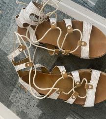Sandale na pertle