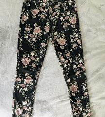 Pantalone sa cvetnim dezenom vel.16