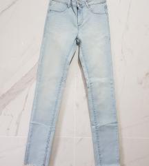 Svetli jeans