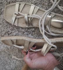 Snižene sandale nove