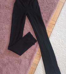 Bershka pantalone sa slicem