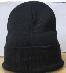 Više vrsta kapa,crna,bordo,siva boja