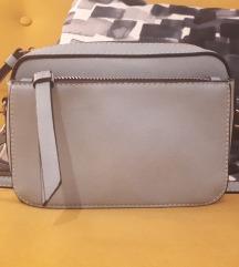 Accessorize torbica kao nova!!!