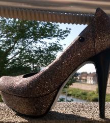 Cipele sa sljokicama nove