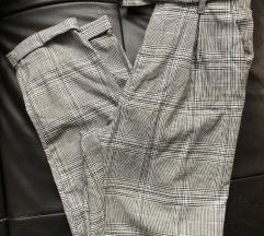 Nove Bershka pantalone