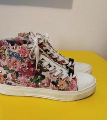 Cvetne patike cipele