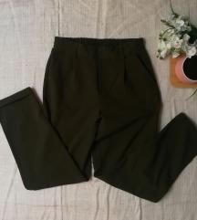 Stradivarus zelene pantalone sa pojasom S/M