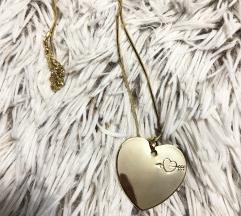 Ogrlica sa srce priveskom