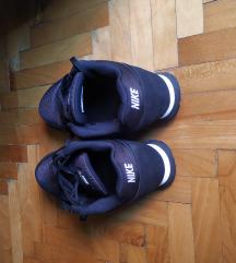Nike md runner 39