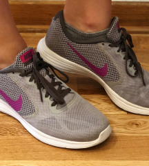 Nike revolution 3 patike, broj 40,5 SNIZENO!