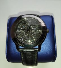DKNY sat sa Swarowski kristalima