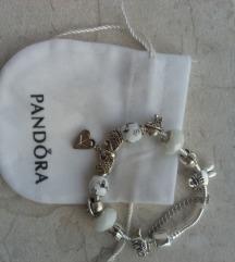 Pandora narukvica sa  privescima