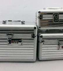 Tri kofera za sminku kao nova
