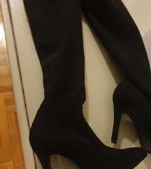 Klasične crne čizme na štiklu do iznad kolena