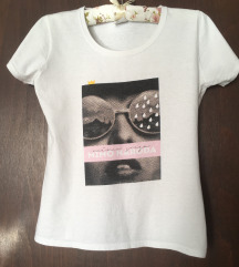 Bela pamucna majica sa printom